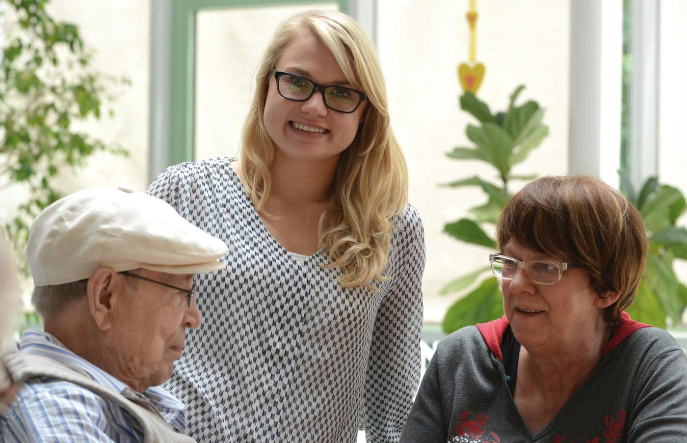 Pflegeteam1 junge Frau